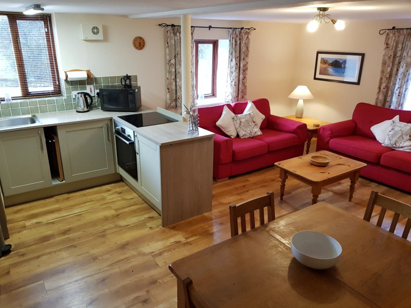 Maple-lounge-kitchen